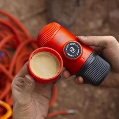 Wacaco - Nanopresso Lava Red + калъф - Преносима портативна машина за еспресо